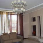 ремонт потолка в гостинной