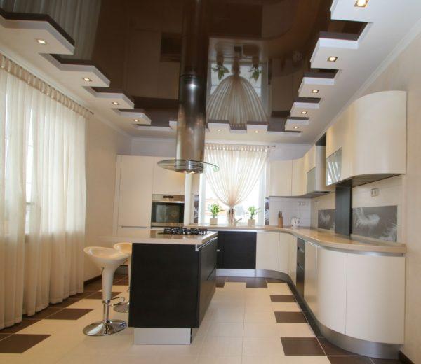 современный дизайн потолка для кухни