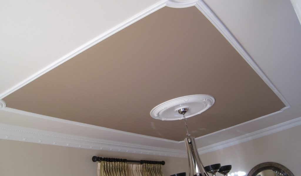 классический ремонт потолка